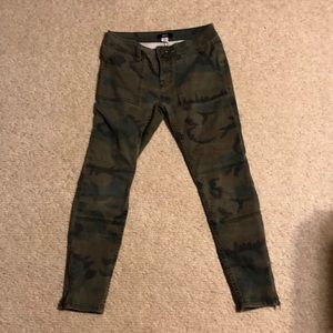 Camo jeans with tapered ankle and zippered legs.